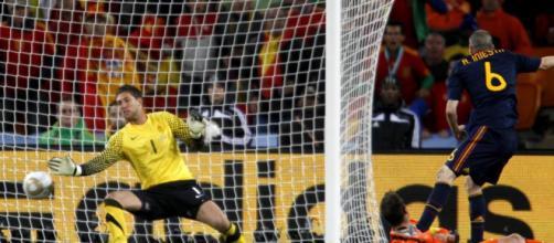 Efemérides del 11 de julio: el gol de Iniesta y la muerte de Laurence Olivier