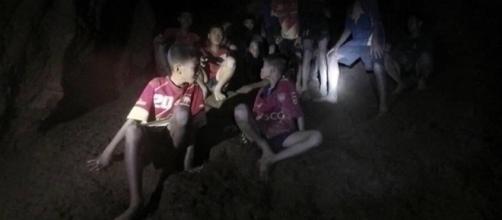 TAILANDIA / El rescate de los niños se vio alterado por las lluvias monzónicas