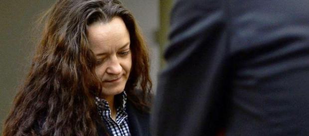 Beate Zschäpe trägt am letzten Verhandlungstag ihre Haare offen, wie auf diesem Foto, ihre Miene ist aber wesentlich angespannter.