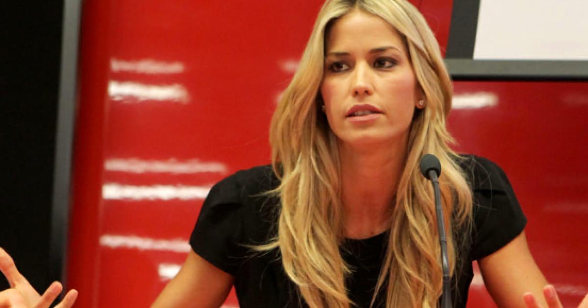 Elena santarelli zittisce una persona 39 non puoi sapere il - A letto con mio figlio ...