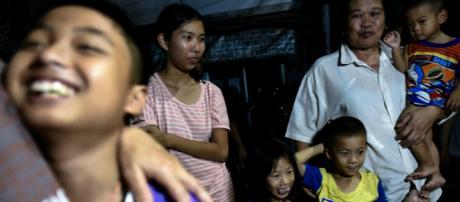 El entrenador y algunos niños rescatados podrían convertirse en ciudadados tailandeses