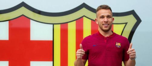 Arthur posa con los colores del Barcelona: 'Siempre soñé en vestir esta camiseta'