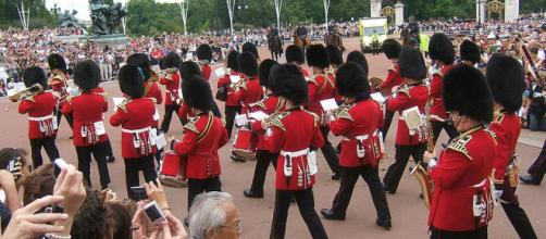 Coldstream Guards in Buckingham Palace (Image courtesy - Tognopop, Wikimedia Commons)