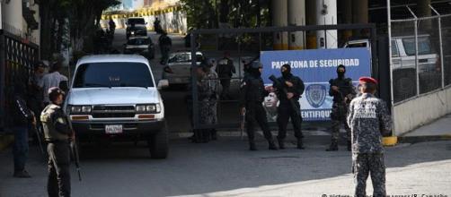 VENEZUELA / Tras tres días se ha controlado un motín de 'presos políticos' en el Helicoide