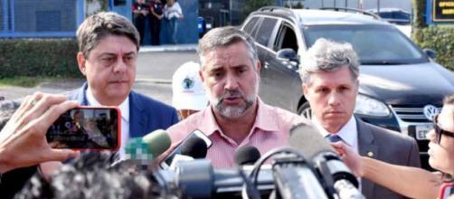 Deputados do PT estavam em Curitiba antes de sair decisão de desembargador para soltar Lula, no domingo (08)