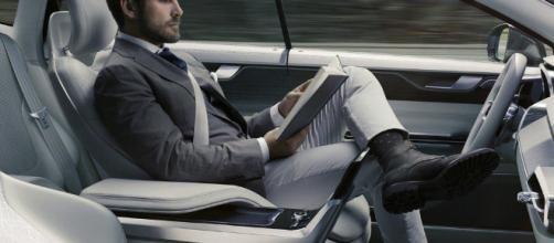 Guida autonoma o guida assistita? La linea dei 66 km orari - arval.it