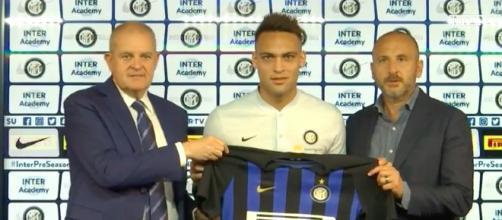 Lautaro Martinez si presenta all'Inter: 'Nessuna pressione nell'indossare la numero 10'