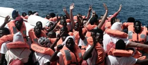 ITALIA / Matteo Salvini prohíbe la llegada de un barco privado con 66 migrantes