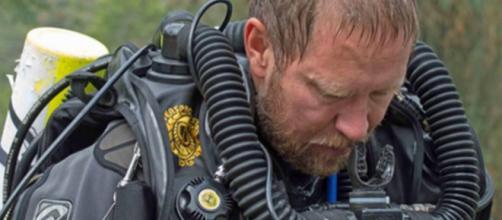 TAILANDIA / Doctor rescatista se entera de la muerte de su padre tras salir de la cueva