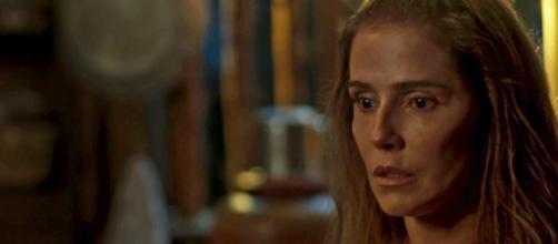 Karola fica chocada ao descobrir verdadeira identidade de Ariela
