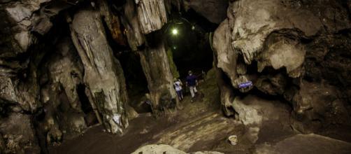 Khao Luang Cave, Thailand (Image courtesy – Chanida pholsen, Wikimedia Commons)