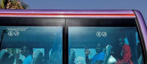 "Refugiados del barco ""Aquarius"" parten rumbo a Francia"