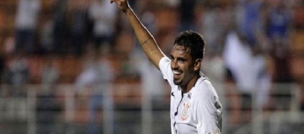 Júnior Dutra pode ser envolvido em negociação entre Corinthians e Fluminense (Foto: Globoesporte)