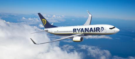 Ryanair, abbassamento di pressione su un volo: 33 passeggeri in ospedale