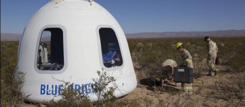 Blue Origin - New Shepard Crew Capsule (Image courtesy - NASA Flight Opportunities, Wikimedia Commons)