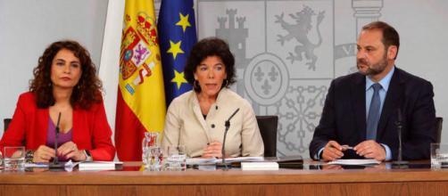 Calviño hará el ajuste de 5.000 millones que vendrán directos del pago de los impuestos