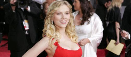 Críticas hacen que Scarlett Johansson descarte un papel como transexual en Rub & Tug