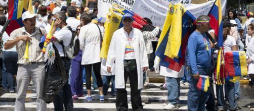 VENEZUELA / El sector salud está en crisis por la marcha de los profesionales
