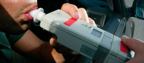 Para evadir test de alcoholemia un hombre atropelló a 5 agente de tránsito