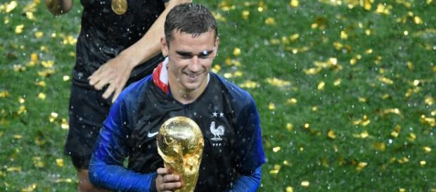 Antoine Griezmann mit WM Pokal