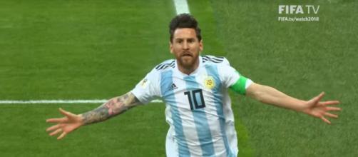 Leo Messi marcou à Nigéria. [Imagem via Youtube/ FIFA TV]