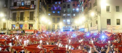 Sanfermines 2018: Miles de personas despiden las festividades cantando 'Pobre de mí'