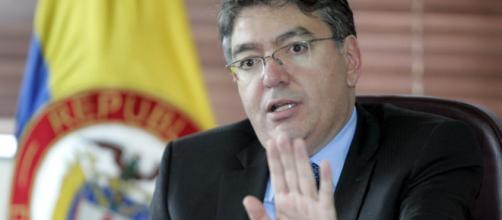 Ministro colombiano denuncia red que se lucra con el hambre en Venezuela