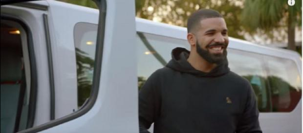 Drake é um cantor canadiano. [Imagem via Youtube/VEVO]
