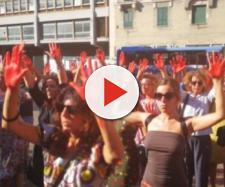 Una cinquantina di persone protestano davanti al Viminale contro le politiche migratorie del governo Conte.