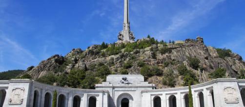 El Gobierno español sigue dispuesto a exhumar los restos de Franco de su actual tumba