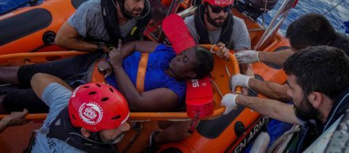 Open Arms acusa a Libia de dejar morir ahogados a un niño y a una mujer