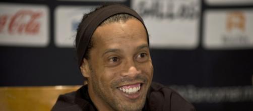PSG seguiría con atención al hijo de Ronaldinho (Rumores)