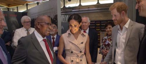 Prince Harry and Meghan Markle visited an exhibition relating to Nelson Mandela's life. [Image E! News/YouTube screencap]