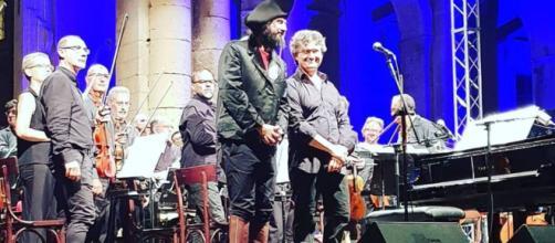 Vinicio Capossela sul palco di Noto