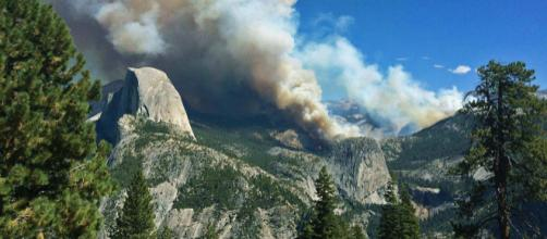 Yosemite Meadow fire of 2014 (Image courtesy – Yosemite National Park employee, Wikimedia Commons)
