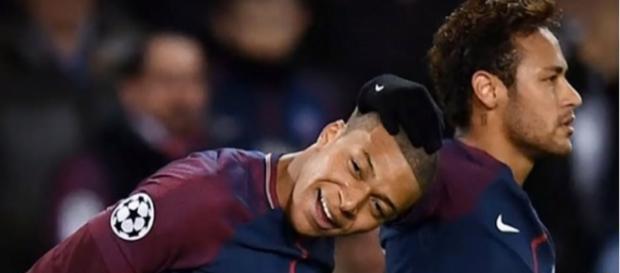 Neymar e Mbappé no PSG [Imagem via YouTube]