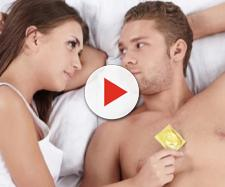 O uso de camisinha é o principal meio de evitar as doenças sexualmente transmissíveis