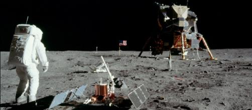 Buzz Aldrin on the Moon conducting an experiment (Image courtesy – Neil Armstrong, Wikimedia Commons)