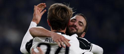 Chelsea donne tout pour recruter l'attaquant Higuain et le défenseur Rugani.