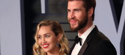 Miley Cyrus e Liam [Imagem via YouTube/ Clevver News]
