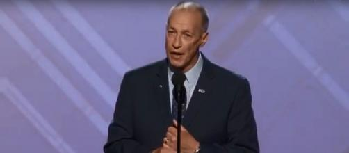 NFL great and cancer warrior Jim Kelly had some of the most moving words of the 2018 ESPY awards. [Image source: ESPN - YouTube]