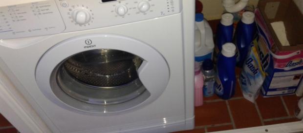 Bimba si chiude in lavatrice - wordpress.com