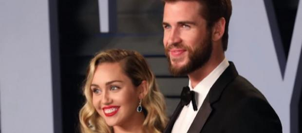 Miley Cyrus e Liam [Imagem via YouTube/ Clevver News]