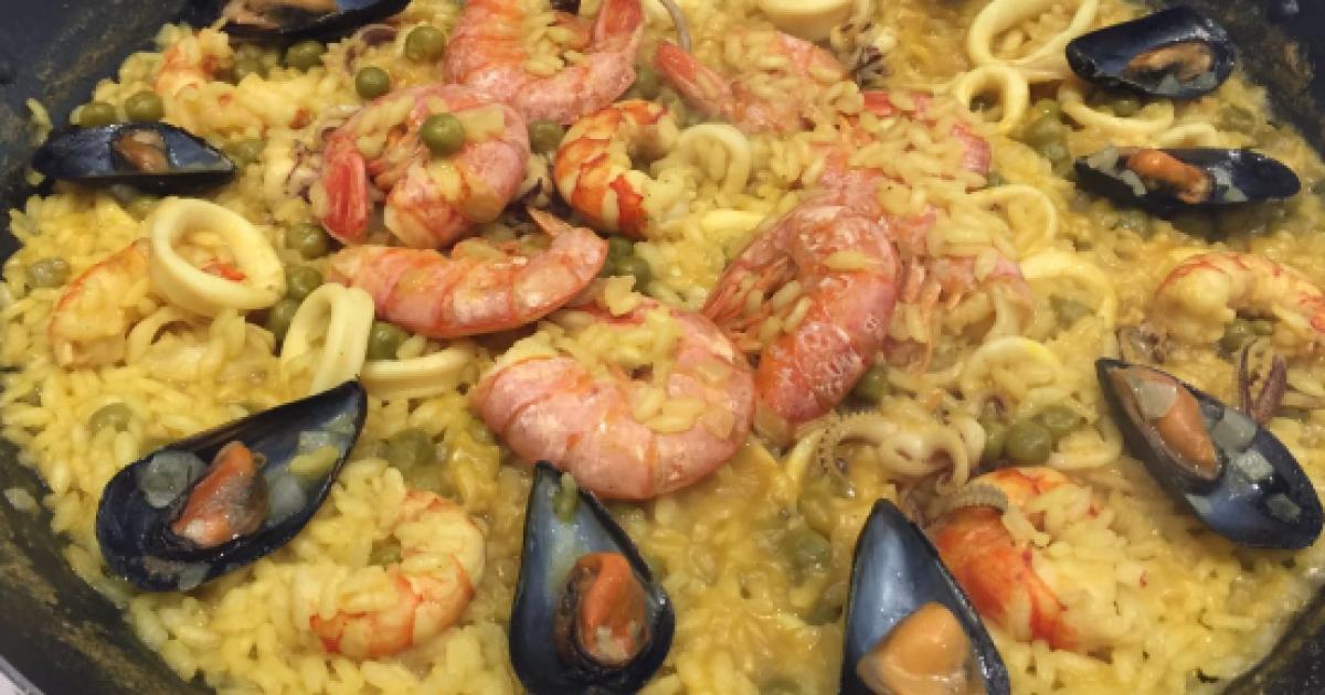 Paella Di Pesce Con Gamberetti Calamari E Cozze