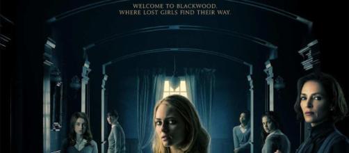 Dark Hall: al cinema dal 1° agosto l'horror con Uma Thurman