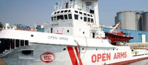 El gobierno autoriza que el barco Open Arms con 60 migrantes a bordo atraque en Barcelona