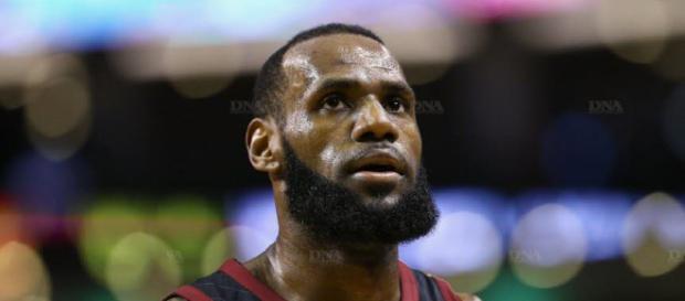 A la Une | LeBron James a signé chez les Los Angeles Lakers - dna.fr