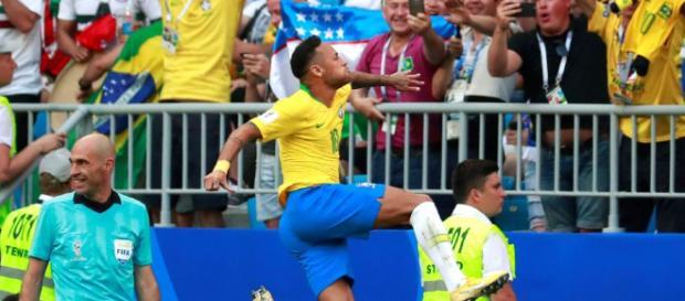 Brasil vence a México 2 goles a 0 y pasa a los cuartos de final
