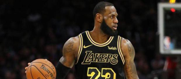 LeBron James signs new deal to join Los Angeles Lakers [Image by Steve Orisakwe / Twitter]