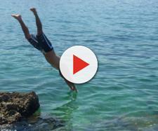 Napoli, tragico tuffo in mare (immagine di repertorio)